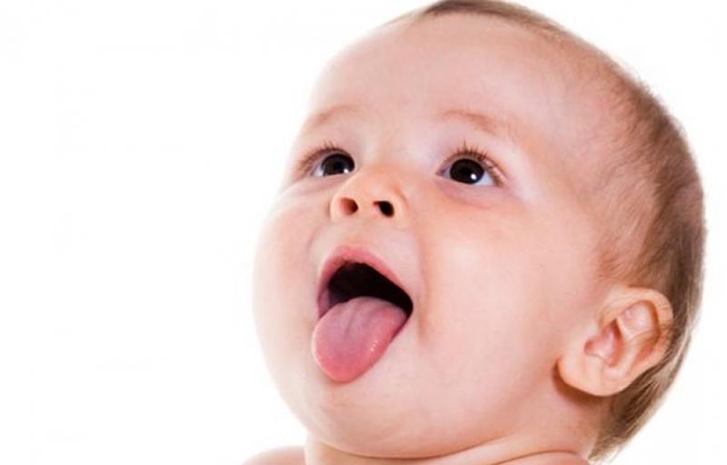Trẻ sơ sinh bị tưa miệng